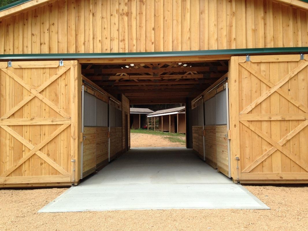 Horse barns for 4 horse barn